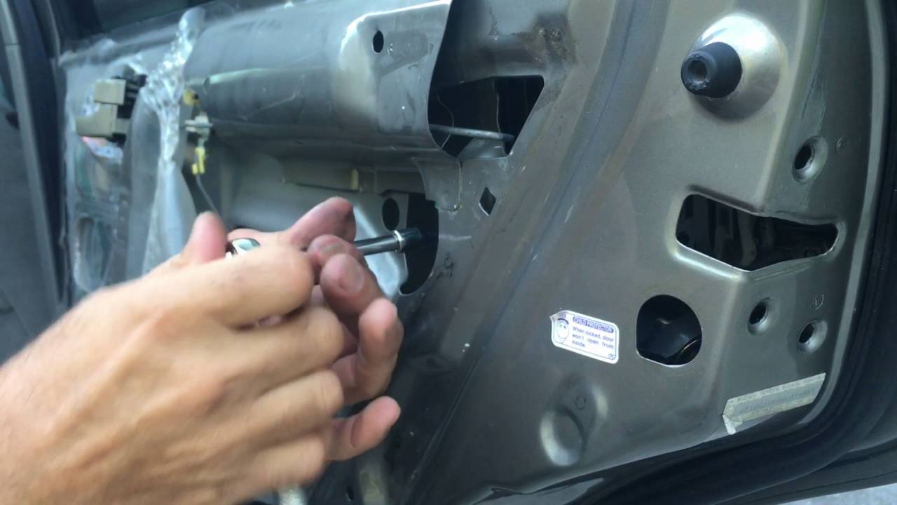 how to replace rear door handle on 1997 2001 toyota camry [ 1280 x 720 Pixel ]