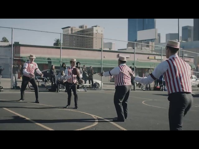 A Barbershop Quartet Plays Basketball - GEICO Insurance