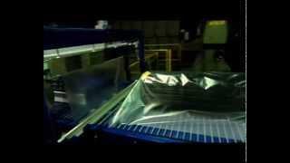 Упаковка сетки, упаковка сетки-рабицы в пленку(Упаковочный автомат Альфапак для термоусадочной упаковки в пленку больших рулонов сетки. Сетка оборачивае..., 2014-11-27T10:25:33.000Z)