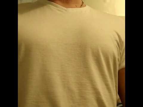 Играя грудными мышцами