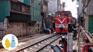Поезд в трущобах Ханой, Вьетнам