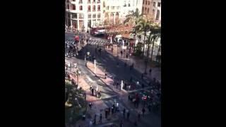 Antidisturbios corren tras niños en Valencia el 20 de febrero