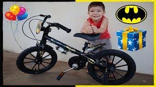 Rafael ganhando sua primeira bicicleta | Bicicleta Bandeirante do Batman Aro 16