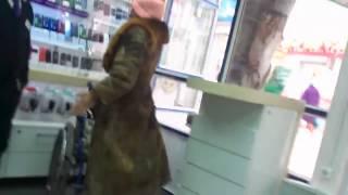 Бабака покупает телефон