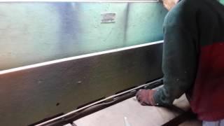 видео Гильотины и гильотинные ножницы для резки и рубки металла