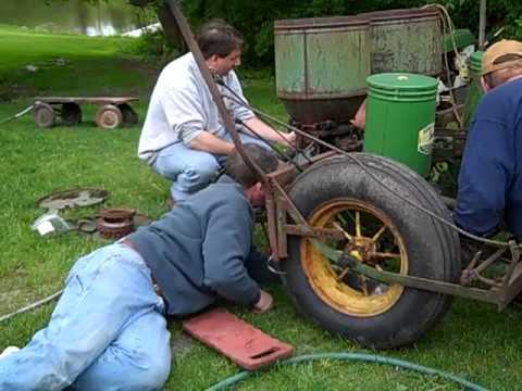Working On A 1952 John Deere Model 290 Corn Planter Mp4 Youtube