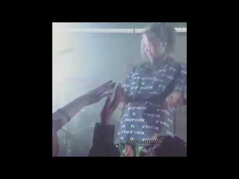 Billie Eilish смешные моменты на сцене