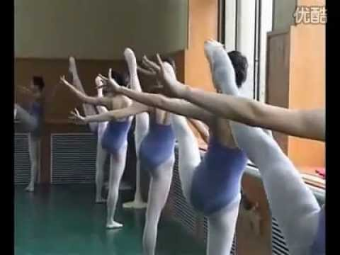 Beijing Dance Academy traditional dancing class