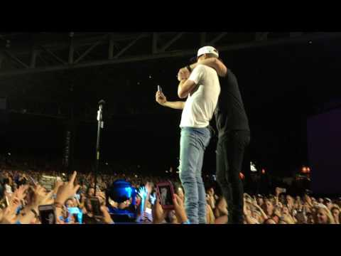 Dierks Bentley and Cole Swindell: Flatliner (Live in Pittsburgh 6-24-17)