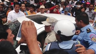 Police and people chasing Camry Hybrid in Phnom Penh