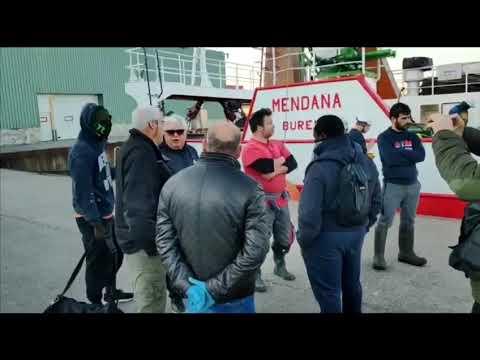Trasladados sanos y salvos a Burela los seis tripulantes de un pesquero de Viveiro hundido