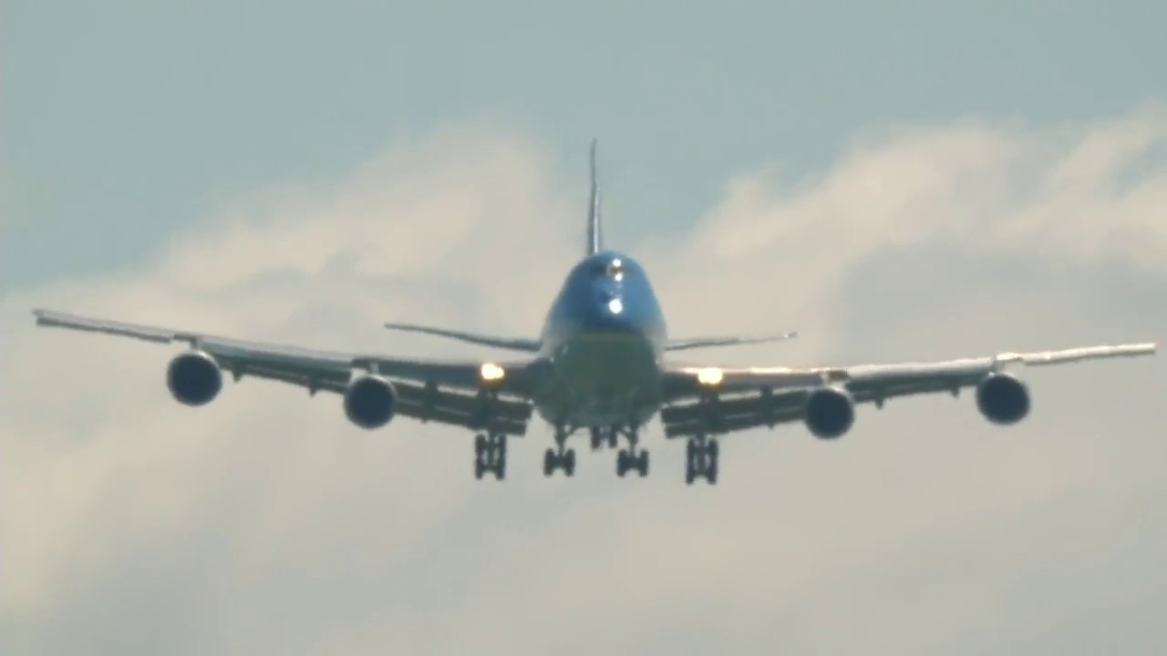 Download The BEST Air Force One Landing You Will Ever See