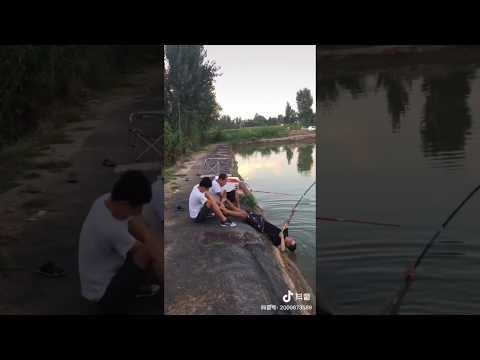Рыба утащила рыбака!