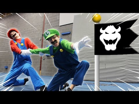Mario VS Luigi racing Super Mario Bro U Deluxe level - In real life