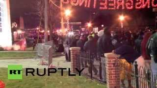USA: See hundreds flee tear gas in Ferguson