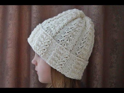 Красивая шапочка спицами для женщины