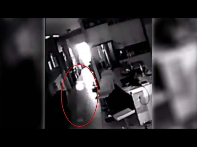 Un hombre instala una cámara de seguridad en su casa, y lo que vio lo dejó aterrorizado