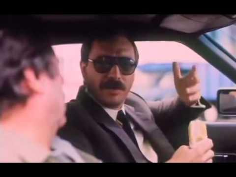 Esperando la Carroza - Escena de Luis Brandoni y Juan Manuel Tenuta en el Auto.