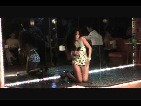 Suave's Music Lounge Sexy Filipina Customer Sings