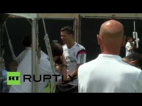USA: Football legend Ronaldo meets Italian superstar Del Piero