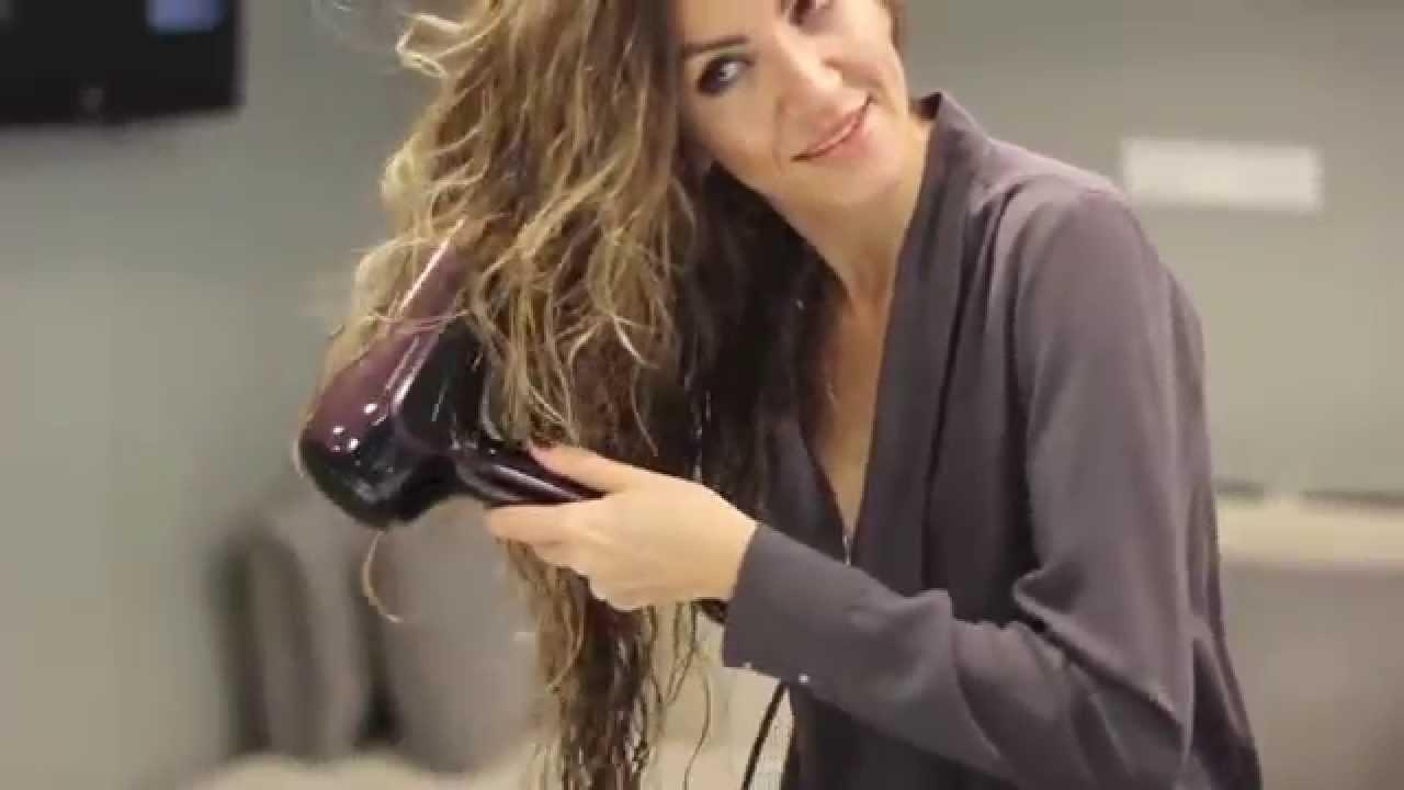 Dalgalı Saçlara Nasıl Şekil Verilir