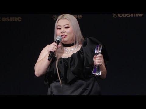 渡辺直美が圧巻の英語スピーチでアピール!2018 年最も美しく輝いた人物で表彰される!