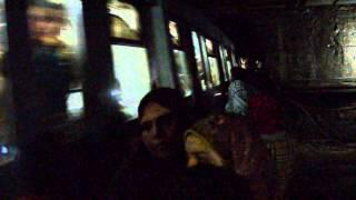 «البداية» تنشر فيديو صادم لمواطنين يسيرون على القضبان فى نفق المترو أثناء مرور القطار