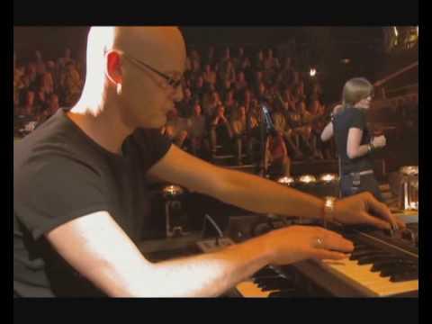 Portishead - Mysterons (Live)