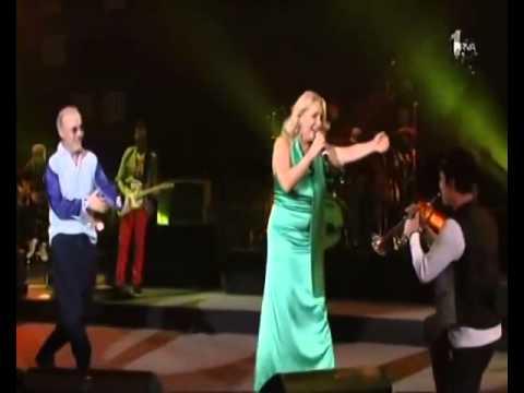 Vesna Zmijanac & Dino Merlin - Kad zamirisu jorgovani (live) - (Beogradska Arena 2011)