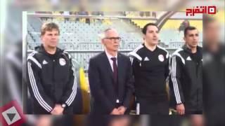 الأرجنتيني كوبر يردد النشيد الوطني مع اللاعبين «بالعربي» (اتفرج)