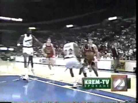 Bulls @ Warriors 1989-90: Michael Jordan 29/14/9.