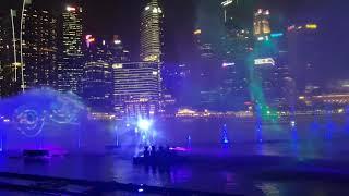 Wonder Full — лазерное шоу фонтанов около отеля Marina Bay Sands в Сингапуре