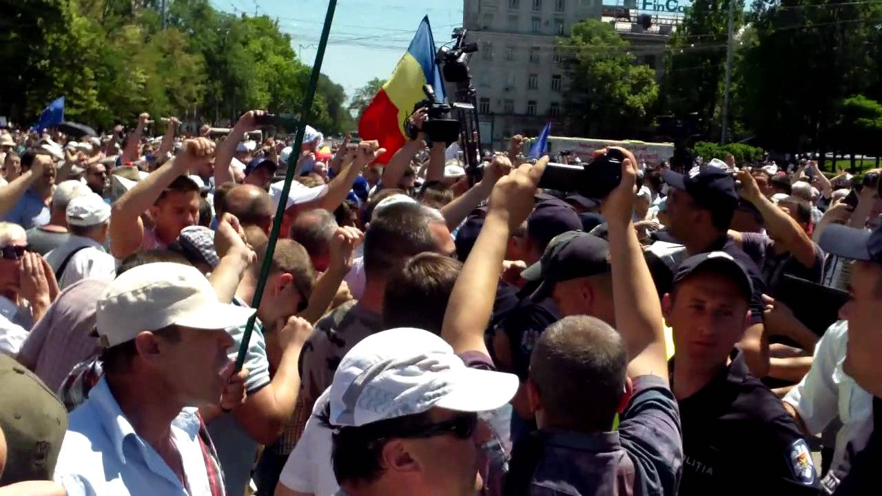 Altercație în #PMAN între poliție și opozanții lui Chirtoacă
