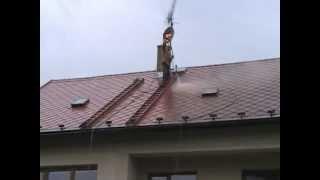 Nátěry střech - Redok s.r.o.: Renovační nátěr eternitové střechy - čištění střechy