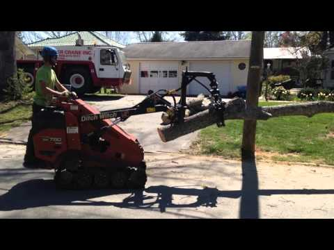 Ditch Witch SK750 Mini Skid Steer with Branch Manager Grapple