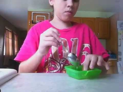 Two easy ways to make slime with hand sanitizer