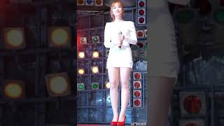 Chinees Hot Singer on Stage