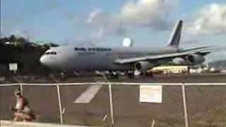 planes landing at princess juliana international airport