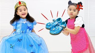 Suri & Annie Pretend Play Cinderella Story for Kids