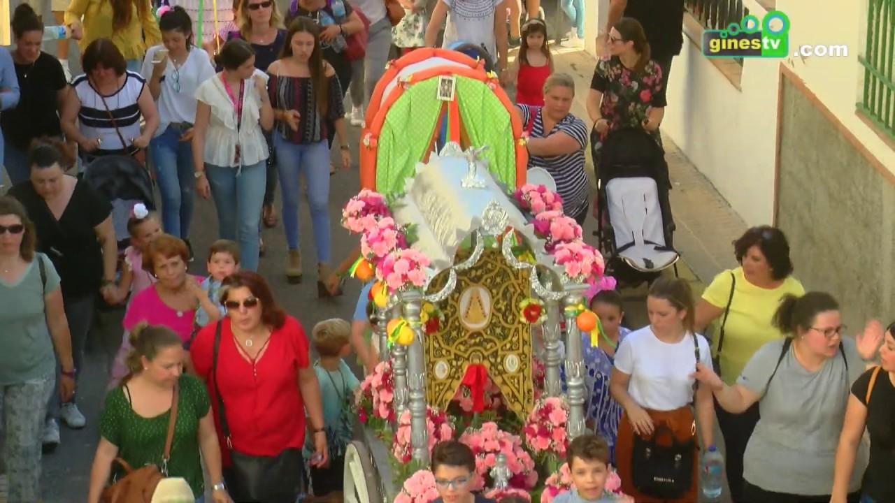 Los más pequeños de Gines adelantan su romería con las 'carretas chicas', que continúan el viernes