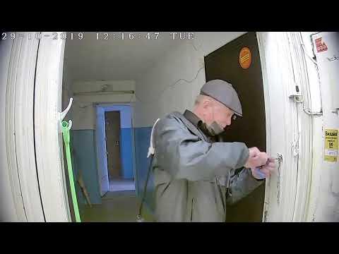 Псих, нападает на женщин с отвёрткой в Астрахани Psycho Attacks Women With A Screwdriver