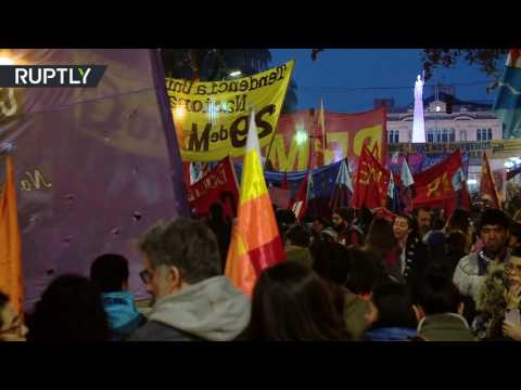 الألوف يحتجون في عاصمة الأرجنتين على قتل النساء