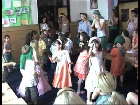 Der Kindergarten Banja Luka singt deutsche Kinderlieder