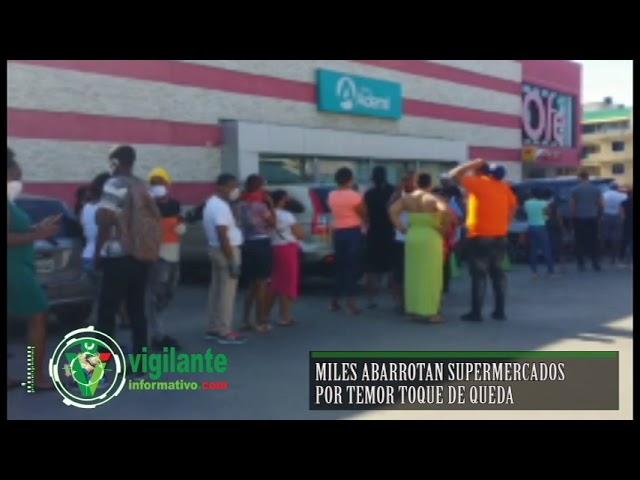 Miles abarrotan supermercados por temor a toque de queda