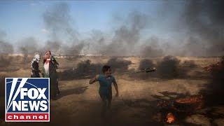 Video Israel strikes Hamas in Gaza after rocket fire resumes download MP3, 3GP, MP4, WEBM, AVI, FLV Juni 2018