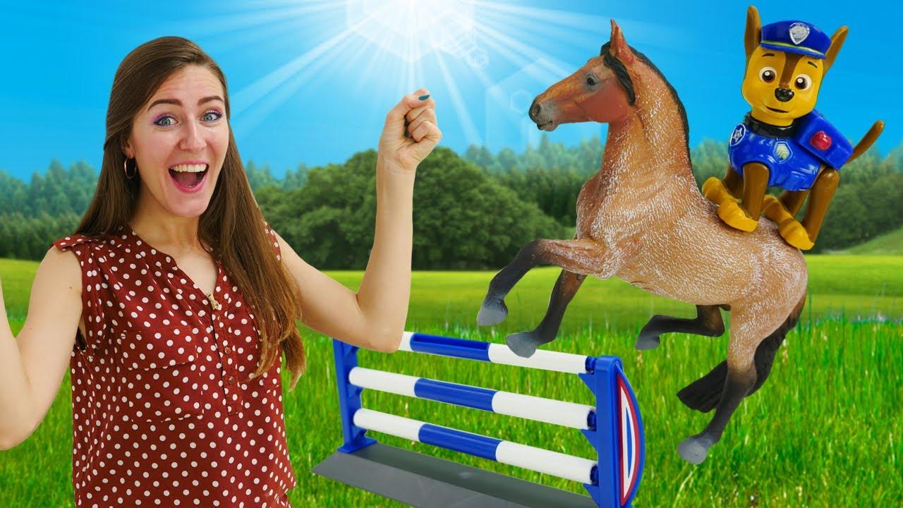 Chaise de la Patrulla Canina en la granja de caballos. La Guardería Infantil. Vídeos de juguetes.