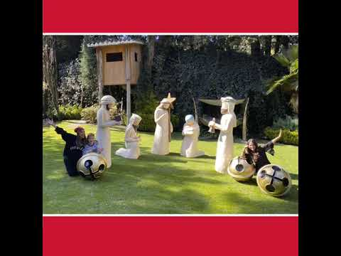 Galilea Montijo pone nacimiento gigante en su jardín