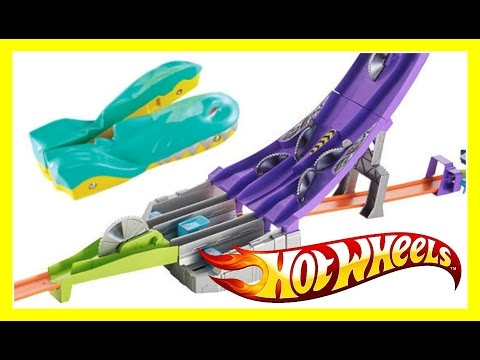 Hot Wheels Blade Raid Split Speeders Track Set!  Review & Fun Playtime Video