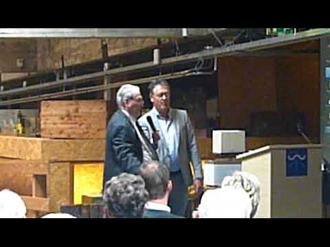Peter Hossfeld donates emergency radio transmitter and accessories to museum