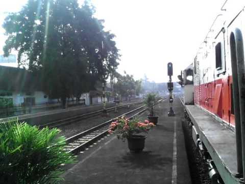 Pemberitahuan Selesai Naik Turun Penumpang Kereta Api Kamandaka Di Stasiun Pekalongan